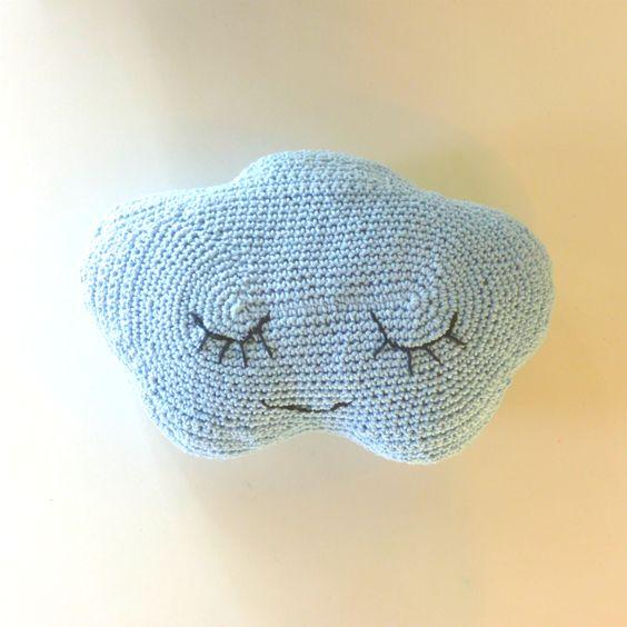 Linda e super macia. Boa noite ajuda no soninho bom...  Crochetada com muito carinho.