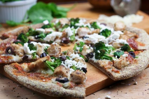 chicken, broccoli, olive and goat cheese pizza. healthy foodie has the best pizza recipes!