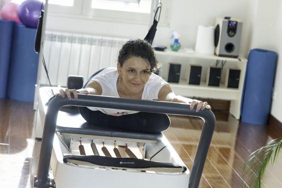 """Beneficii si importanta Principalul tel atunci cand practicam Pilates, este sa ne echilibram mintea si trupul, implicit sufletul. De aici expresia """"Trup. Minte. Suflet. Pilates"""". In timpul exerciti…"""