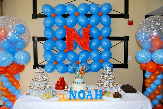 Noah theme birthday noah 39 s safari themed 1st birthday for Balloon decoration for first birthday