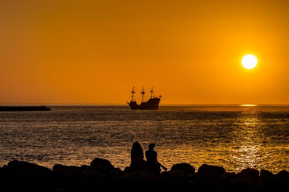Watching The Pirate Ship by Albert Tsang on 500px