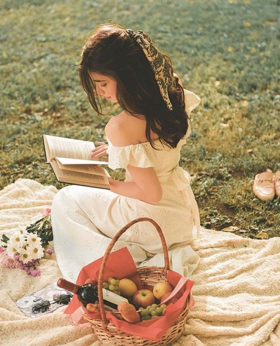 pretty girl picnic 📖🍇✨ | girl, hair e white