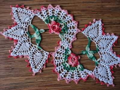 Free Crochet Hummingbird Doily Pattern : Tapetes de ganchillo, Colibr?s and Patrones rosa on Pinterest