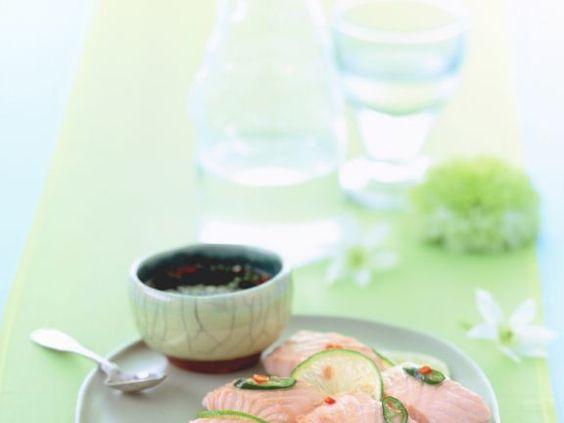 Gedämpfter Lachs mit Limetten und Koriander-Dip ist ein Rezept mit frischen Zutaten aus der Kategorie Abendessen. Probieren Sie dieses und weitere Rezepte von EAT SMARTER!