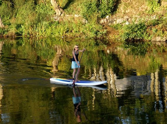 Inflatable stand up paddle board. Easy to bring and inflate.
