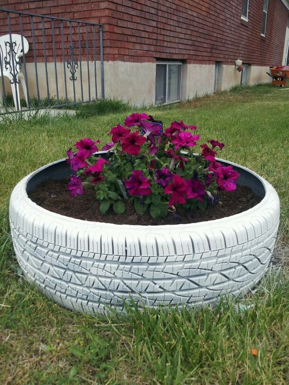 Old tire planter various stuff pinterest planters for Using tyres as planters