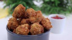 Amateurs de poulet frit, cette recette est faite pour vous ! Nous vous proposons aujourd'hui de découvrir comment réaliser du Pop corn de poulet façon KFC et sa fameuse sauce 2HOT4U. Ici, nous allons utiliser des cornflakes pour la panure et nous allons mariner notre poulet dans du piment fort moulu. Si vous préférez une version non épicée, n'hésitez pas à suprimer cet ingrédient. Pour la cuisson, il suffit de faire frire le poulet dans un grand volume d'huile ou à la friteuse. Dégustez…