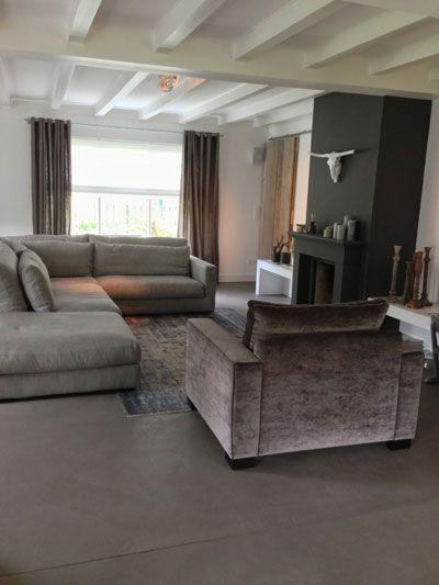 Woonkamer de bewust ietwat te lange linnen gordijnen oude kruiklampen strakke spots aan het - Size tapijt in de woonkamer ...