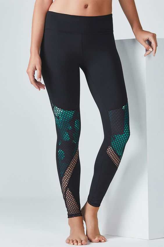 Take your game to the edge in our high-fashion leggings with a contrast panel…