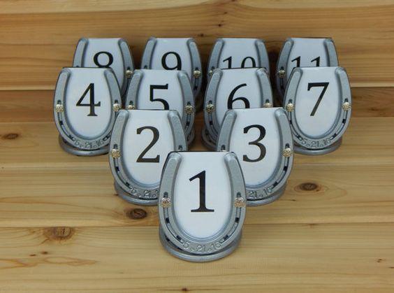 Ferro di cavallo tavolo numero Stand, titolare del numero tavolo rustico, Country Wedding Decor, matrimonio occidentale, Decor, personalizzati e su ordinazione