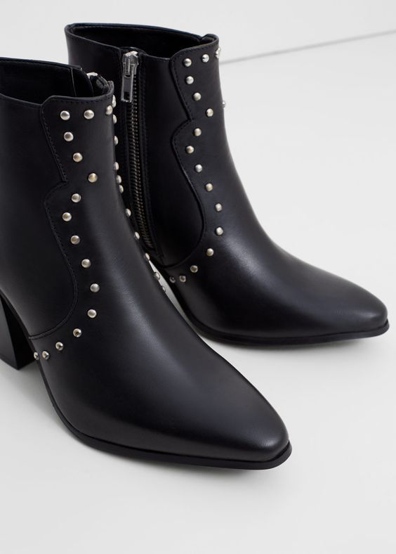 Boots en cuir clouté | MANGO