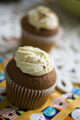 pumpkin spice cupcake with cream cheese frosting... I love fall!