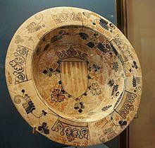 Plato-brasero con heráldica del Reino de Valencia. Procedente de Manises (siglo XV).