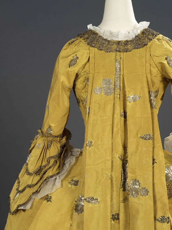Detail back view, robe à la francaise (sack dress), English (London, Spitalfields), c. 1750s. Silk extended tabby (gros de Tours) with liseré self-patterning and brocading in silver lamella and filé.