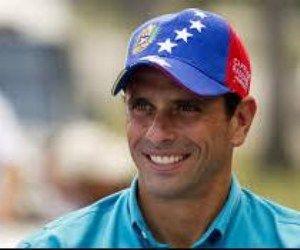 Opositor Capriles fue recibido por simpatizantes chavistas a su llegada a Venezuela