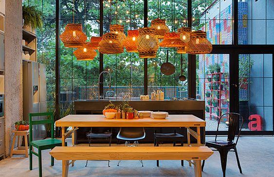 Morar Mais Por Menos Rio 2015 // Decoração, tendência, inspiração, design, arquitetura, ambiente, cozinha, americanas, lustre, palha, abóbora, mesa, arranjo, cacto // Matéria completa em casaecozinha.com :-):