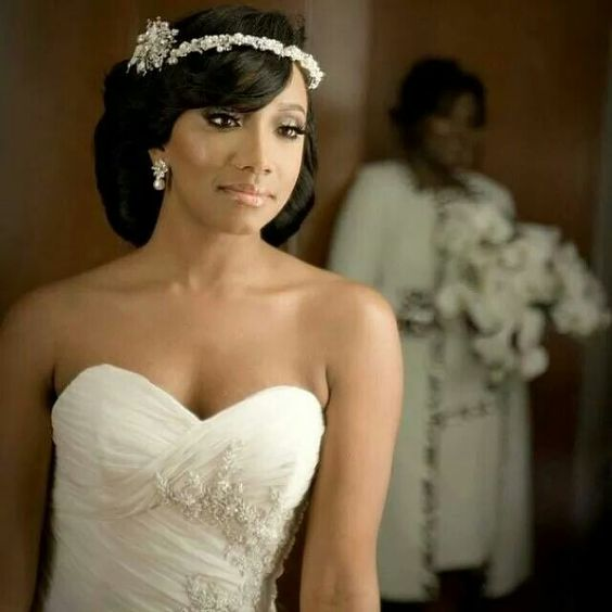 Beautiful African American Black Bride Sweetheart neckline wedding dress http://beautifulbrownbride.blogspot.com/