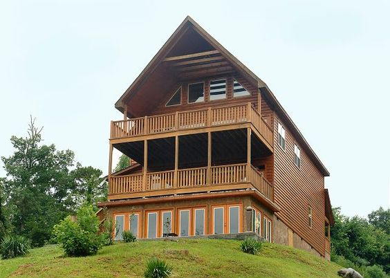 A splashtastic view 300 4 bedroom cabins pigeon for Private secluded cabins in pigeon forge