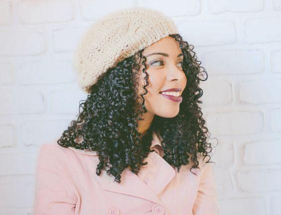 Cabelos cacheados | Dicas para usar toucas, bonés e outros tipos de chapéu.