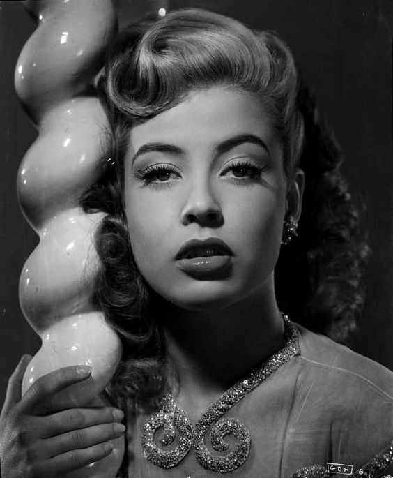 Gloria DeHaven in A Portrait Leaning On A Pole in Black and White Prem – Movie Star News