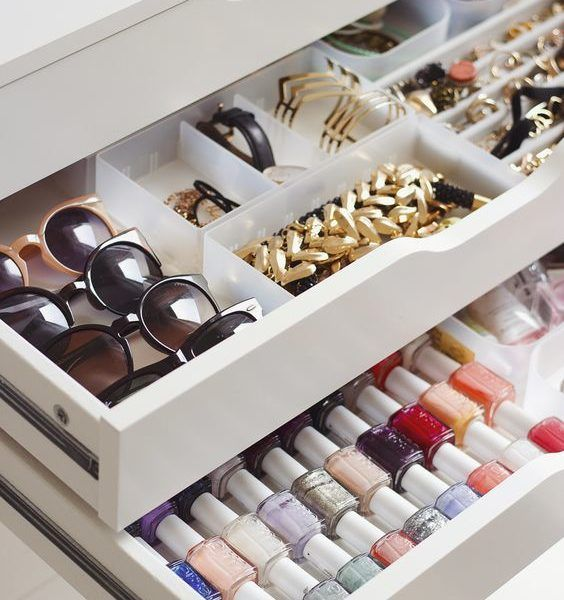 How To Organize Your Vanity Like A Beauty Junkie | The Zoe Report: