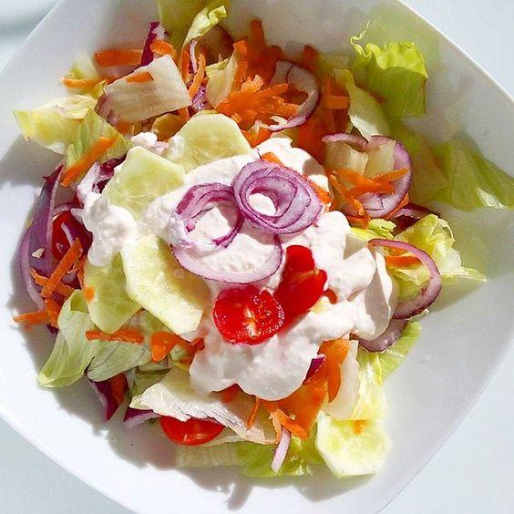 "Summer salad with garlic-""sour cream"" dressing is ready 🍅🌱 oh it tastes like sunshine Nyári saláta fokhagymás-""tejfölös"" öntettel tálalva 😊 jó étvágyat #salad #saladdressing #dressing #garlic #dairyfree #sourcream #iceberglettuce #cherrytomato #redonion #cucumber #carrot #vegan #vegansofig #whatveganseat #plantbased #eattherainbow #veganlife #veganlove #vegetables #vegetarian #healthy #healthyfood #healthychoices #food #foodstagram #foodporn #mutimiteszel #dinner #tastetest"