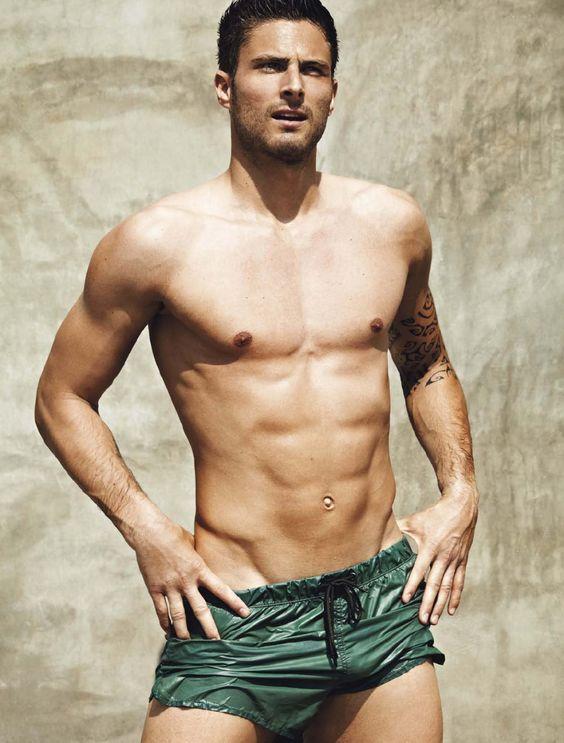 Olivier Giroud, né le 30 septembre 1986 à Chambéry, est un footballeur international français.