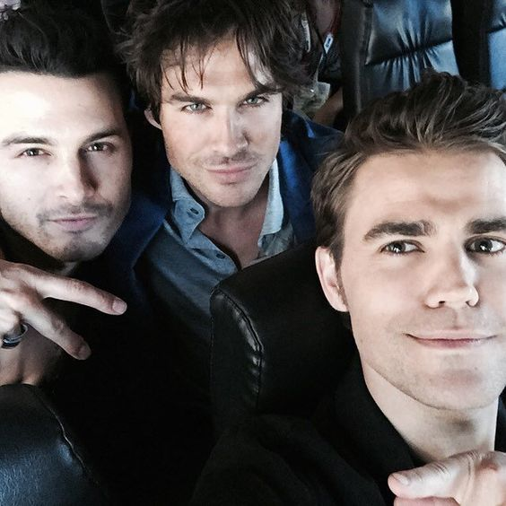 Pin for Later: Les Selfies de Stars Masculines les Plus Sexy de 2015 Michael Malarkey, Ian Somerhalder, et Paul Wesley