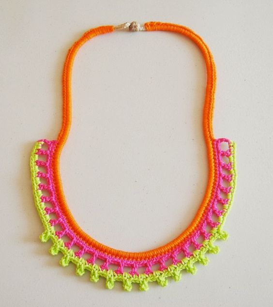 Bees and Appletrees (BLOG): NEON KETTING HAKEN - NEON CROCHET NECKLACE