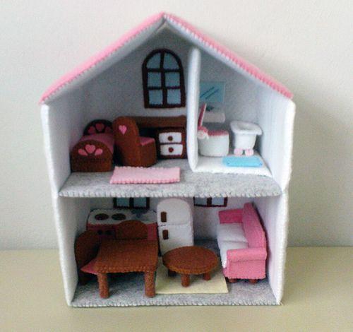 Felt Miniature Dollhouse by Lit'l Brown Bird, via Flickr