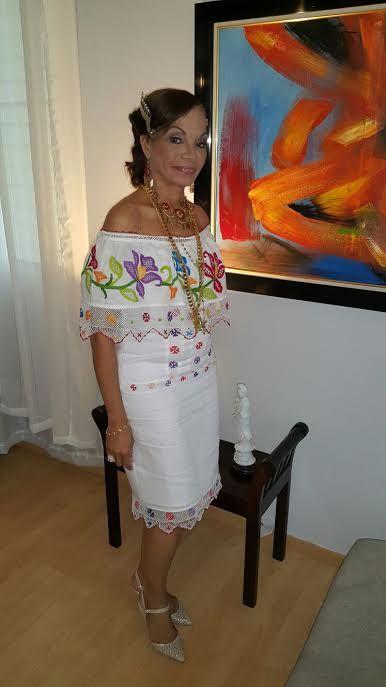 Juegos De Baño Fiestas Patrias:Vestido estilizado confeccionado en la hilo con trabajos de bordados