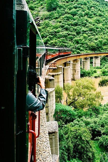 recorrido en el tren el chepe que significa Chihuahua- Pacífico con un recorrido de más de 600 kms. a traves de la sierra tarahumara.