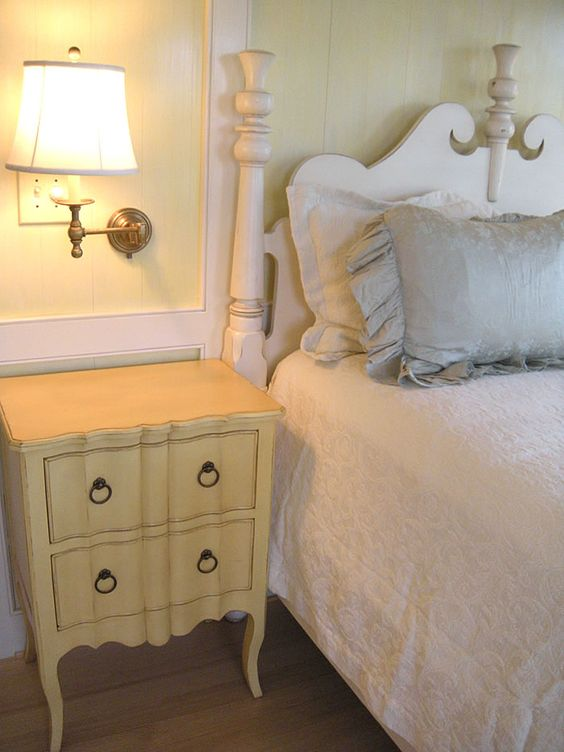 Country Cottage Furniture, Shabby Chic Overstuffed Floral Sofa: Country Cottages, Cottage Furniture, 3/4 Beds, Floral Sofa, Bay Nightstand