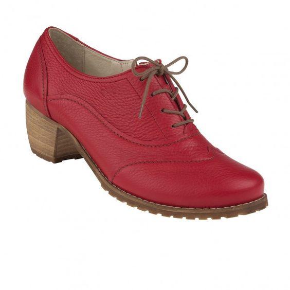 Der kleine Absatz verleiht dem #Schuh Eleganz, durch das echte Hirschleder und die Weite H ist er bequem, auch für breite Füße.