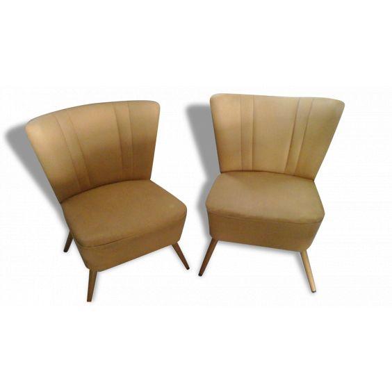 Lot de deux fauteuils coktail , vintage, skai jaune vendu par Sandrine  GUILLAUME  - CHARLEVILLE MEZIERES (8 - Ardennes). Hauteur : 72, Largeur : 49, Profondeur : 76, État : Dans son jus, Materiau : Skaï, Style : Vintage, Couleur : Jaune