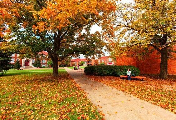 10 Ways To Tell You Went To A Small College