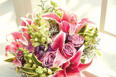 Gambar Rangkaian Bunga Cantik Floral Blessing Ragam Buket Bunga Cantik Di Hari Pernikahan Anda Meriahkan Hari Raya Dengan Di 2020 Rangkaian Bunga Bunga Bunga Tulip
