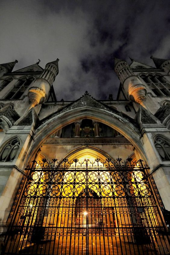 Brilliant shot of the Royal Courts of Justice http://LDN ...