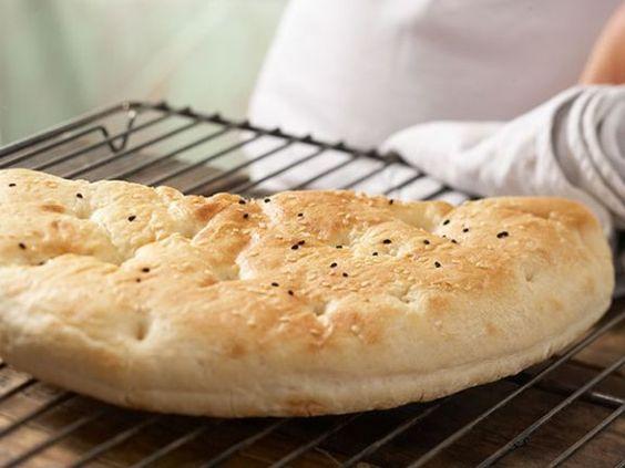 Wissenswertes aus dem Küchenlexikon: Aufbacken - so werden Brötchen und Co. schön kross.