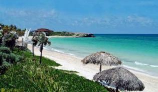 Cayos cubanos: paraísos en el Caribe. Dentro de la atractiva geografía cubana, el rosario de cayos e islotes que la rodea, gana cada vez más un espacio significativo dentro del mercado turístico internacional y nacional.