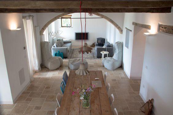 Woonkamer en eetkamer van ons vakantiehuis in le marche italie villa fiore binnenkant - Woonkamer en eetkamer ...