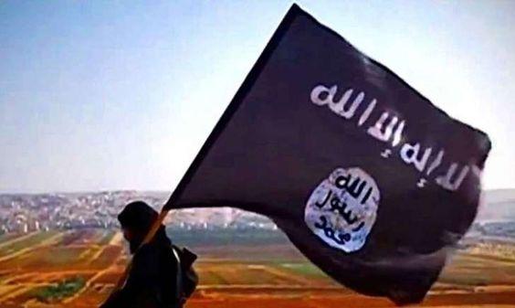 Le groupe jihadiste Daesh a libéré ce samedi près de 2.000 civils que les terroristes avaient emmenés comme boucliers humains en se retirant de son fief de Minbej, en Syrie, après avoir été mis en déroute par des combattants soutenus par les Etats-Unis. Les derniers jihadistes ont quitté vendredi Minbej qui leur servait de carrefour de ravitaillement entre la Turquie et les régions sous leur contrôle en Syrie, pays ravagé par une guerre qui a fait ...
