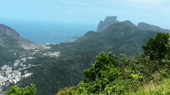 Mais uma vista do Rio, com a Pedra da Gávea aí fundo.