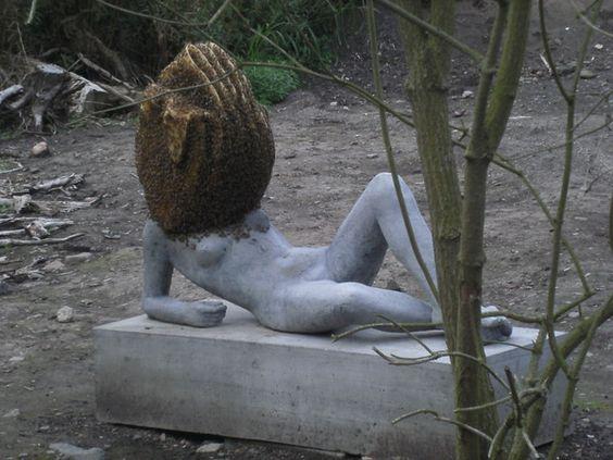 """Das Kunstwerk """"Untilled"""" (2012) des Franzosen Pierre Huyghe war bis zum 16. September 2012 auf der 13. dOCUMENTA in Kassel besuchbar."""