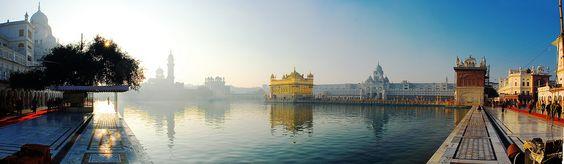 El Harmandir Sahib (también conocido cómo Templo Dorado) es el mayor templo de culto Sij.
