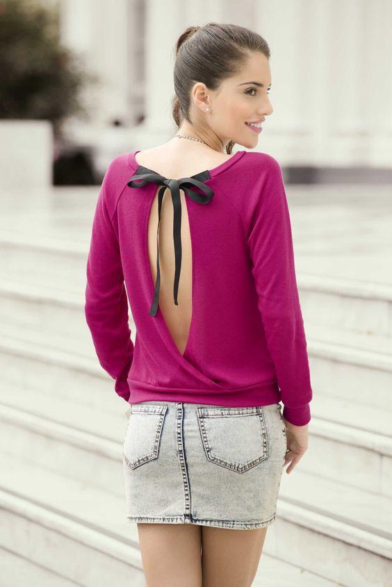 Una blusa coqueta, de un color llamativo y romántico. #PrimerasVecesbyCyzone  Blusa Carmine de Cyzone - Enciende tu lado fashion.  www.cyzone.com