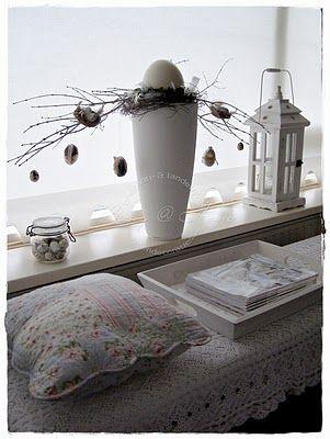 dekorationsideen ostern holz kasten hase eier papier karotten