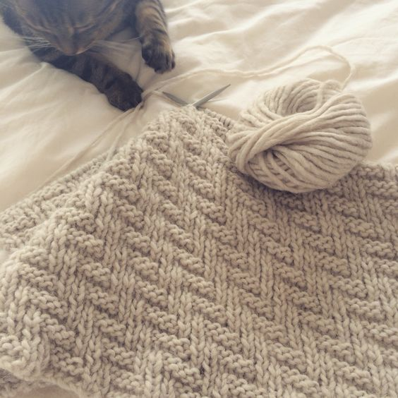 Herringbone Knit Stitch Blanket Pattern : This simple knitting pattern makes a pretty herringbone or chevron design wit...