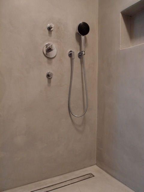Keine Lust mehr auf schimmelige Fugen und alte Fliesen? Es gibt die wunderbare Möglichkeit ein altes Bad über die vorhandenen Fliesen mit einem Zement- oder Kalkmarmorputz in mehreren Arbeitsgängen...