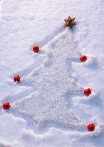 Juletre i snøen